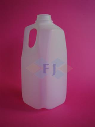 Envase plástico con capacidad de un medio galón para jugo o leche